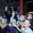 Peter Crouch et Abbey Clancy, fans conquis lors d'un concert du groupe The Razz dont le frère de la jeune femme John est le leader, au Lomax le 7 octobre 2012 à Liverpool