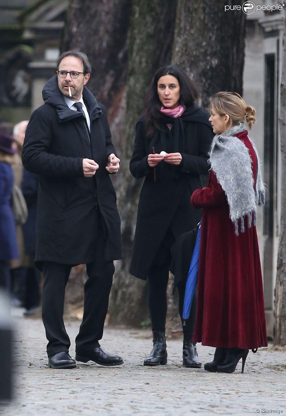 Marc Levy et sa femme Pauline Lévêque - Obsèques de Raymond Lévy (grand résistant et père de Marc Levy) au cimetière de Passy à Paris le 15 décembre 2014
