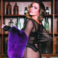 """Clara Morgane prend la pose pour son calendrier """"Show girl"""". Il s'agit ici de la page de la première quinzaine du mois de février 2015."""
