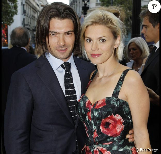 Gautier Capuçon et sa femme Delphine (qui arbore au poignet la Manchette Bone en argent par Elsa Peretti pour Tiffany & Co.) à Paris, en 2011.