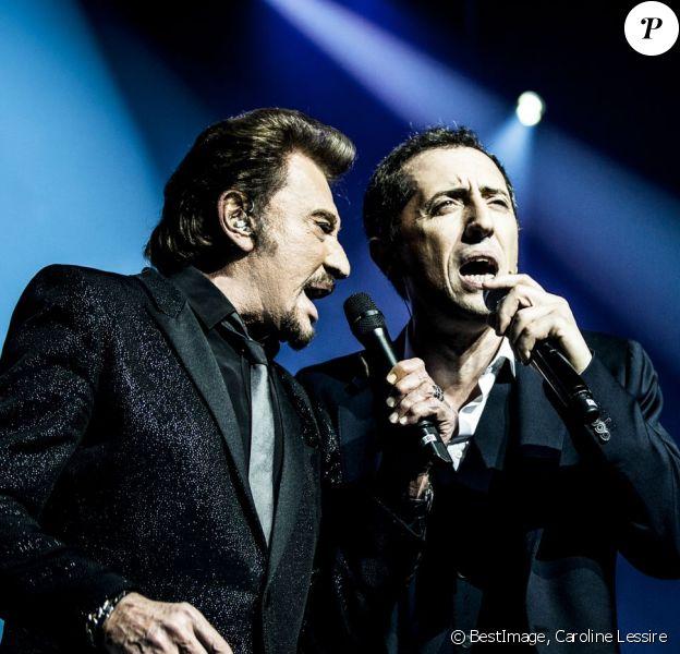 Exclusif - Johnny Hallyday et Gad Elmaleh, lors de la dernière représentation de Gad Elmaleh au Palais des Sports de Paris, pour fêter ses 20 ans de scène, le 20 décembre 2014.