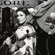 """La superbe Gisele Bündchen dans la campagne prêt-à-porter printemps-été 2015 de Chanel baptisée """"Paris After Dark"""" et photographiée par Karl Lagerfled."""