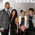 """Will Smith et Jada Pinkett Smith avec leurs enfants Willow et Jaden à la première de """"Men in Black 3"""" à New York, le 23 mai 2012."""