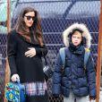 Liv Tyler et son fils Milo à New York, le 2 décembre 2014.