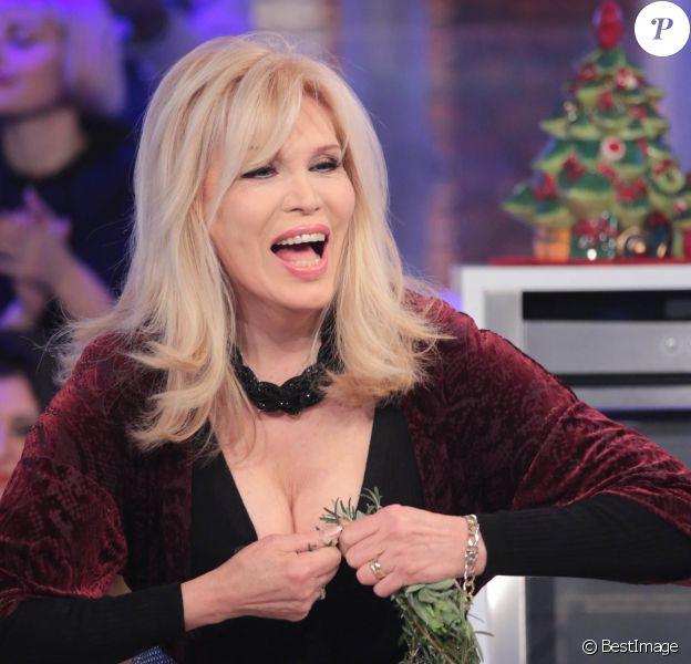 "Amanda Lear participe à l'émission ""La Prova del Cuoco"" à Rome. Le 6 janvier 2015"