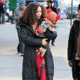 Thandie Newton et son bébé Booker marchent jusqu'au plateau de tournage de la nouvelle série The Slap dans laquelle joue l'actrice, à New-York le 5 janvier 2015.