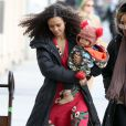Thandie Newton et son adorable Booker marchent jusqu'au plateau de tournage de la nouvelle série The Slap dans laquelle joue l'actrice, à New-York le 5 janvier 2015.