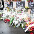 De nombreux hommages et gerbes de fleurs ont été déposés devant les locaux de Charlie Hebdo, suite à l'attaque terroriste survenue le 7 janvier 2015, et ayant fait 12 morts. Paris, le 8 janvier 2015.