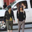Sara Gilbert et sa fiancée Linda Perry en balade le 19 janvier 2014