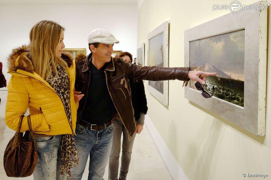 Antonio Banderas et sa compagne Nicole Kimpel visitant le musée Carmen Thyssen à Malaga en Espagne le 14 janvier 2015.