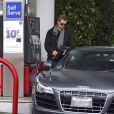 Exclusif - Hayden Christensen s'est arrêté mettre de l'essence dans sa magnifique voiture, une Audi R8, à Los Angeles. Le 11 janvier 2015
