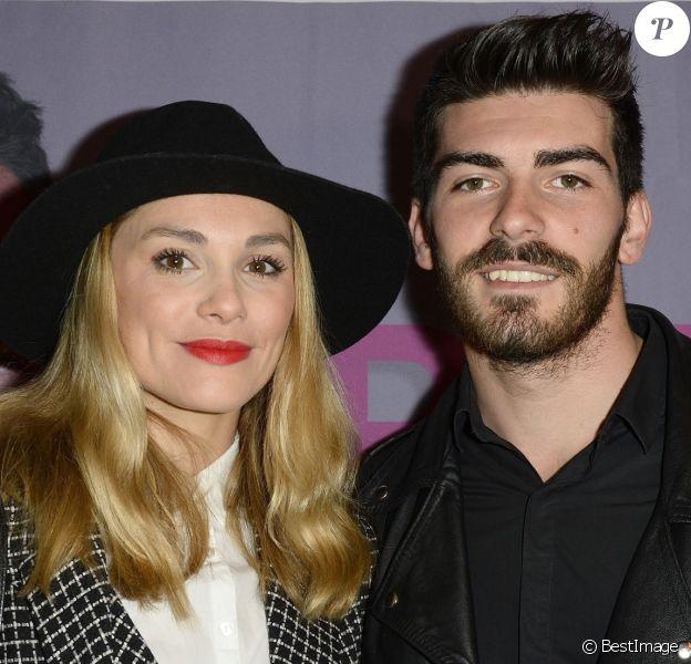 """Joy Esther présente son compagnon Andrea - Générale du One Man Show d'Arnaud Ducret """"Arnaud vous fait plaisir"""" à l'Alhambra à Paris, le 13 novembre 2014."""