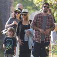 Exclusif - Prix Spécial - No web - No blog - Christina Aguilera se rend à un pique-nique organisé par l'école de son fils Max à Santa Monica, le 2 septembre 2014. Elle y retrouve son ex-mari, Jordan Bratman, et discute avec lui.