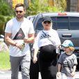 Exclusif - Christina Aguilera, très enceinte, son fiancé Matthew Rutler et son fils Max se rendent au mini golf à Studio City, le 12 juillet 2014. io City