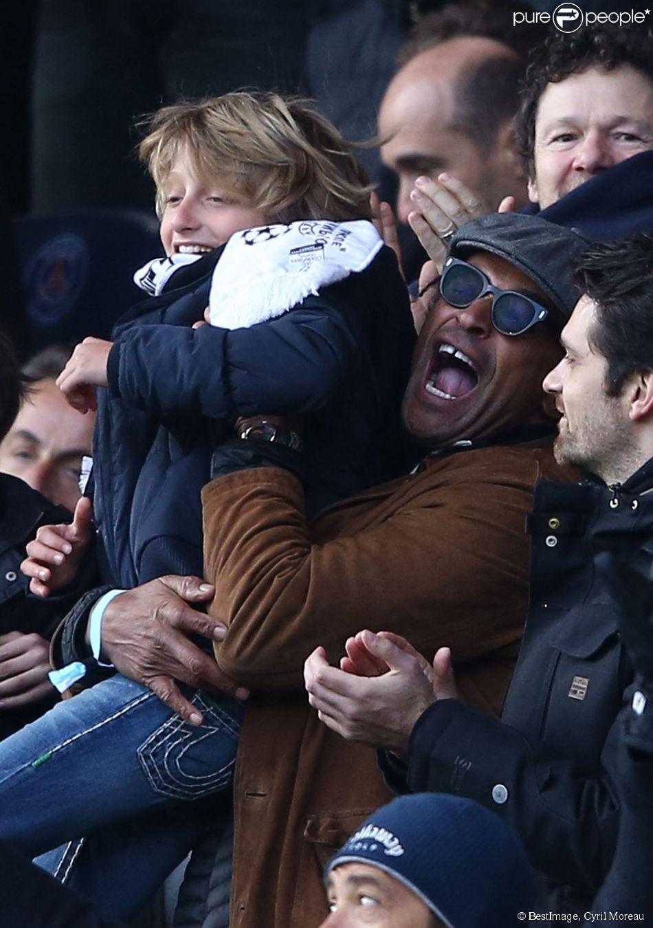 Yannick Noah et son fils Joalukas lors de la victoire du PSG face à Evian Thonon Gaillard au Parc des Princes à Paris le 18 janvier 2015