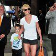 Jaime Pressly et son fils Dezi James dans les rues de New York, le 4 juin 2014.