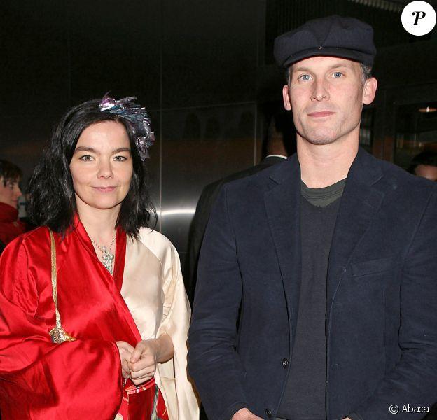 """Björk et Matthew Barney à la première de """"Drawing Restraint 9"""" au MOMA à New York, le 27 mars 2006."""