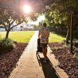 Promenade avec ses garçons, pour Erin, en janvier 2015. Parents depuis le 21 décembre 2014 d'un petit Evander, Example (Elliot John Gleave) et sa femme Erin McNaught savourent leur vie de jeunes parents. Photo Instagram.