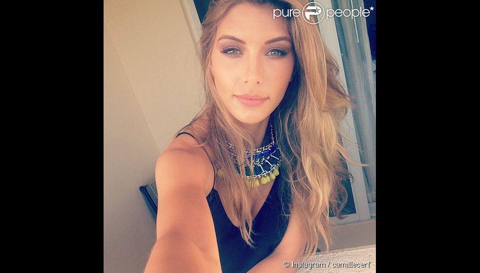 Camille Cerf à l'élection Miss Univers 2015 en Floride. Elle prend un selfie en direct de son hôtel. Janvier 2015.