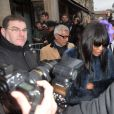Naomi Campbell quitte le défilé Jean Paul Gaultier, collection haute couture printemps-été 2015 à Paris le 28 janvier 2015.