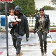 Exclusif - Prix spécial - Kim Kardashian, Kanye West et leur fille North se rendent à une fête chez des amis à Brentwood le 10 janvier 2015. Exclusive - For Germany call for price - Please hide children's face prior to the publication - Superstar couple Kim Kardashian and Kanye West take their daughter North to a friend's party in Brentwood, California on January 10, 2015. NO INTERNET USE WITHOUT PRIOR AGREEMENT10/01/2015 - Brentwood