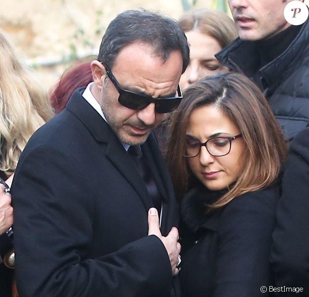 Nikos Aliagas et sa soeur Maria - Obsèques du chanteur Demis Roussos au premier cimetière d'Athènes en Grèce le 30 janvier 2015.