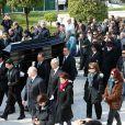 Marie (la femme de Demis Roussos), le frère de Demis Roussos (chapeau noir), Emilie et Cyril (enfants de Demis Roussos) - Obsèques du chanteur Demis Roussos au premier cimetière d'Athènes en Grèce le 30 janvier 2015.