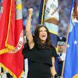 Idina Menzel chantant l'hymne américain, le 1er février 2015 avant le Super Bowl.