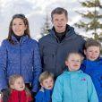 Le prince héritier Frederik de Danemark, la princesse Mary et leurs enfants le prince Christian (9 ans), la princesse Isabella (7 ans), le prince Vincent et la princesse Josephine (4 ans) ont comme chaque année donné rendez-vous à la presse lors de vacances aux sports d'hiver à Verbier, en Suisse, le 8 février 2015.