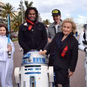 Bernadette Chirac très copine avec R2-D2 pour les Pièces Jaunes