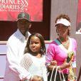 Whitney Houston, Bobby Brown et leur fille Bobbi lors de la première de 'Princess Diaries 2 Royal engagement', à Anaheim, le 7 août 2004
