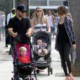 Jack Osbourne, sa femme Lisa Stelly et leur fille Pearl au Farmer's Market à Los Angeles, le 28 septembre 2014.