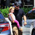 Jack Osbourne et sa femme Lisa Stelly vont déjeuner avec leur fille Pearl à Malibu, le 29 juin 2014.