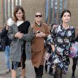 Alexa Chung et Pixie Geldof arrivent au défilé Christopher Kane automne-hiver 2015-2016 à Londres, le 23 février 2015.