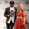 Kelly Clarkson et Will.I.Am lors des American Music Awards à New York le 10 octobre 2013
