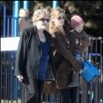 EXCLUSIF - JULIA ROBERTS VA CHERCHER SES ENFANTS A L'ECOLE AVEC SA MERE BETTY LOU  4353345 EXCLUSIVE... Julia Roberts took a trip to her children's school to pick them up on January 12, 2010. Betty Lou her mother accompanied Julia as she toted little Henry Daniel Moder to the car. The mother of three then waited for the twins to get out of school before heading on their way. enceinte12/01/2010 - Los Angeles