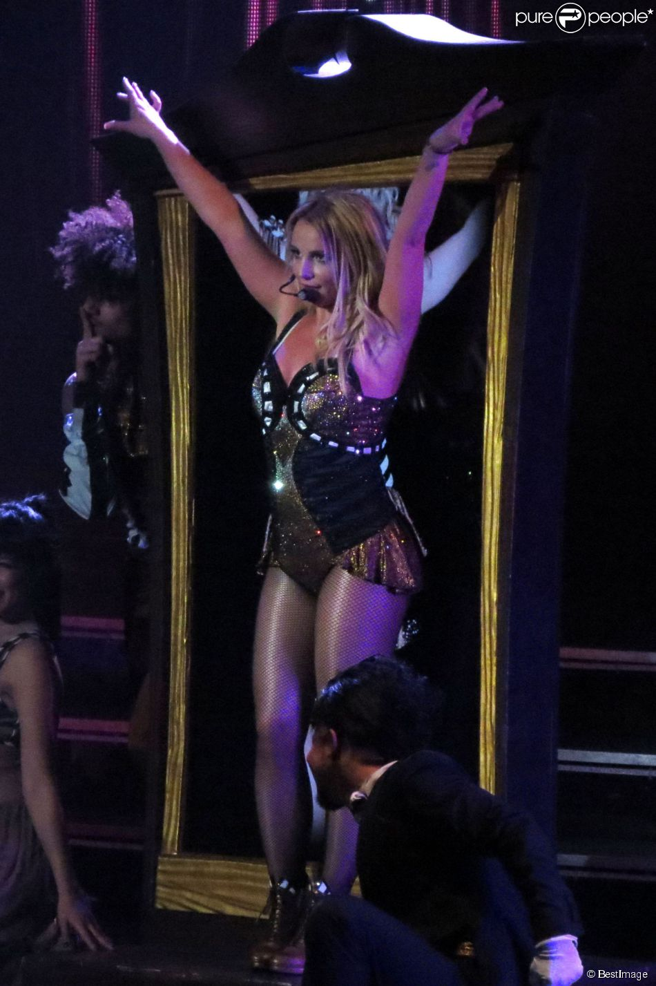 Britney Spears montre le vagin au concert