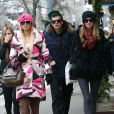 Paris et Nicky Hilton à Aspen en compagnie de leur frère Conrad, le 21 décembre 2011