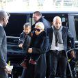Kim Kardashian et sa fille North arrivent à l'aéroport de Roissy-Charles-de-Gaulle. Le 12 mars 2016.