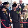 Kate Middleton, duchesse de Cambridge, enceinte de huit mois, et le prince William célébraient le 17 mars 2015 la Saint-Patrick aux Mons Barracks d'Aldershot, offrant du trèfle aux Irish Guards.