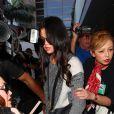 Selena Gomez arrive à Los Angeles en provenance de Paris le 12 mars 2015.