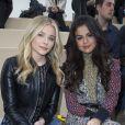 Chloë Moretz et Selena Gomez au défilé Louis Vuitton prêt-à-porter collection Automne-Hiver 2015-2016 à Paris, le 11 mars 2015.