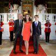 Elizabeth Hurley arrive par l'entrée royale du Mandarin Oriental Hyde Park, à Londres le 25 ars 2015