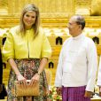 La reine Maxima des Pays-Bas rencontrait le président du Myanmar Thein Sein et sa femme Khin Khin Win le 1er avril 2015 lors de sa visite en sa qualité d'ambassadrice spéciale de l'ONU pour la finance inclusive.
