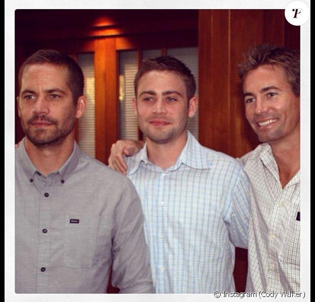 Cody Walker aux côtés de ses frères Paul et Caleb. Photo postée le 21 janvier 2014