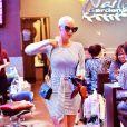 Exclusif - Amber Rose chez la manucure à Los Angeles le 25 janvier 2015