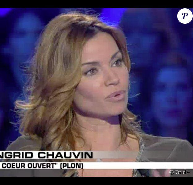 L'actrice Ingrid Chauvin évoque dans les détails la maladie de sa fille Jade et le jour de sa mort - Emission Salut les Terriens ! sur Canal +. Le 4 avril 2015.