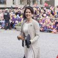 La princesse Mary salue la foule à Aarhus. La reine Margrethe II de Danemark célébrait le 8 avril 2015 à Aarhus son 75e anniversaire (en date du 16 avril), entourée du prince consort Henrik, du prince Frederik et de la princesse Mary, et du prince Joachim et de la princesse Marie.