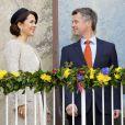 Mary et Frederik de Danemark au balcon de l'Hôtel de Ville. La reine Margrethe II de Danemark célébrait le 8 avril 2015 à Aarhus son 75e anniversaire (en date du 16 avril), entourée du prince consort Henrik, du prince Frederik et de la princesse Mary, et du prince Joachim et de la princesse Marie.