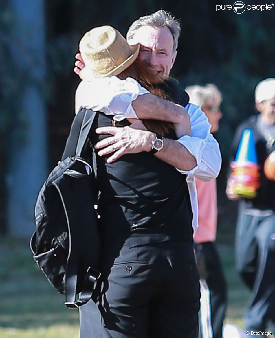 Marcia Cross et son mari Tom Mahoney regardent leur fille Eden jouer au football à Los Angeles, le 8 avril 2015.
